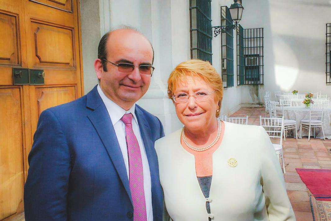 Alcalde Jaime Quilodrán asiste a importante reunión con presidenta Bachelet y ediles de Chile