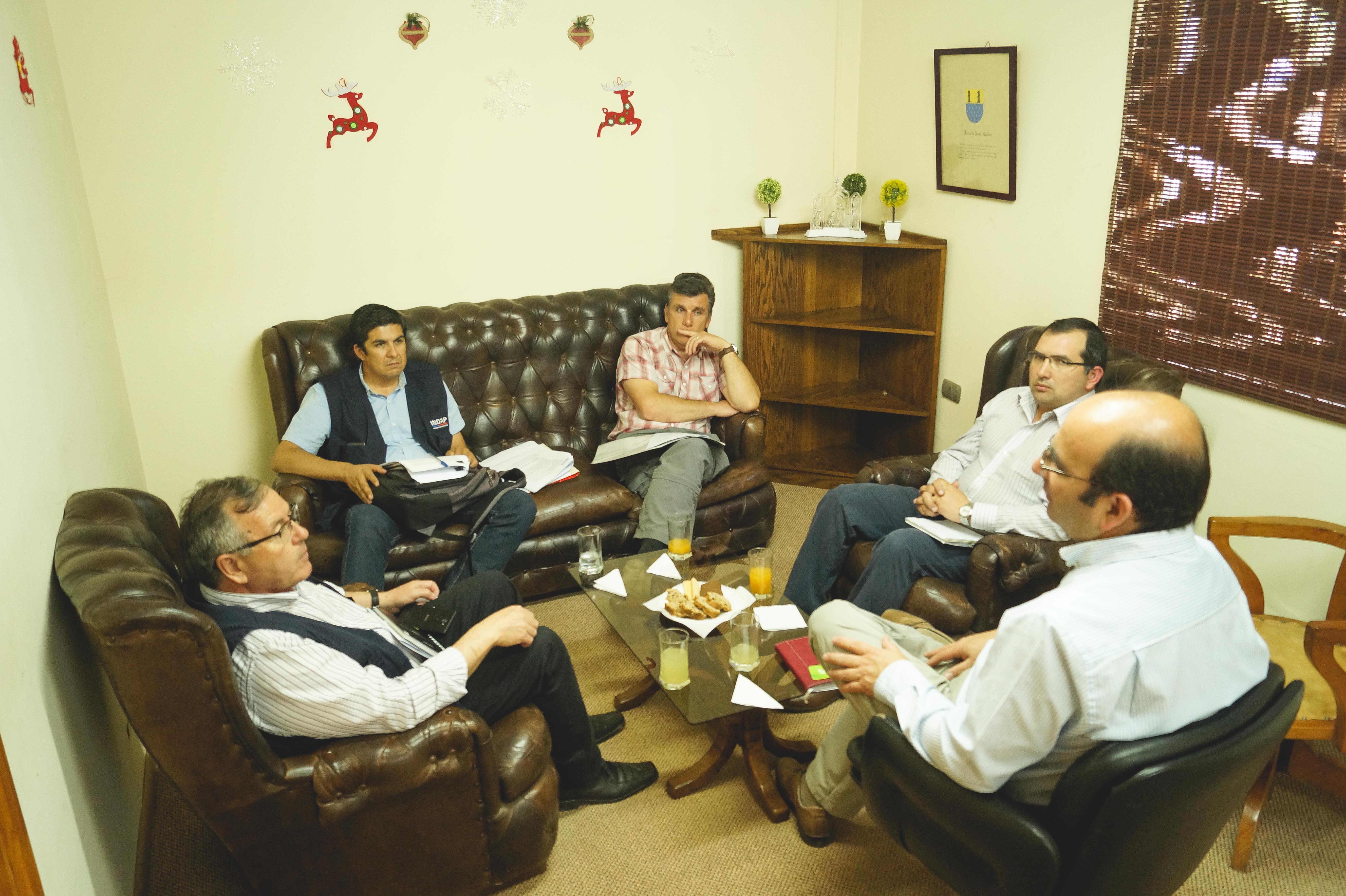 Reunión de Alcalde Jaime Quilodrán con Director Regional de INDAP