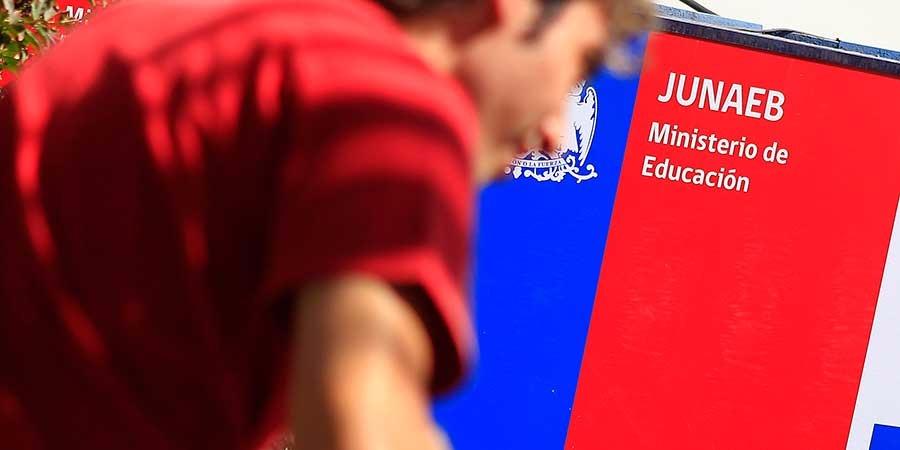DAEM hace llamado a jóvenes Quillecanos a renovar becas estatales