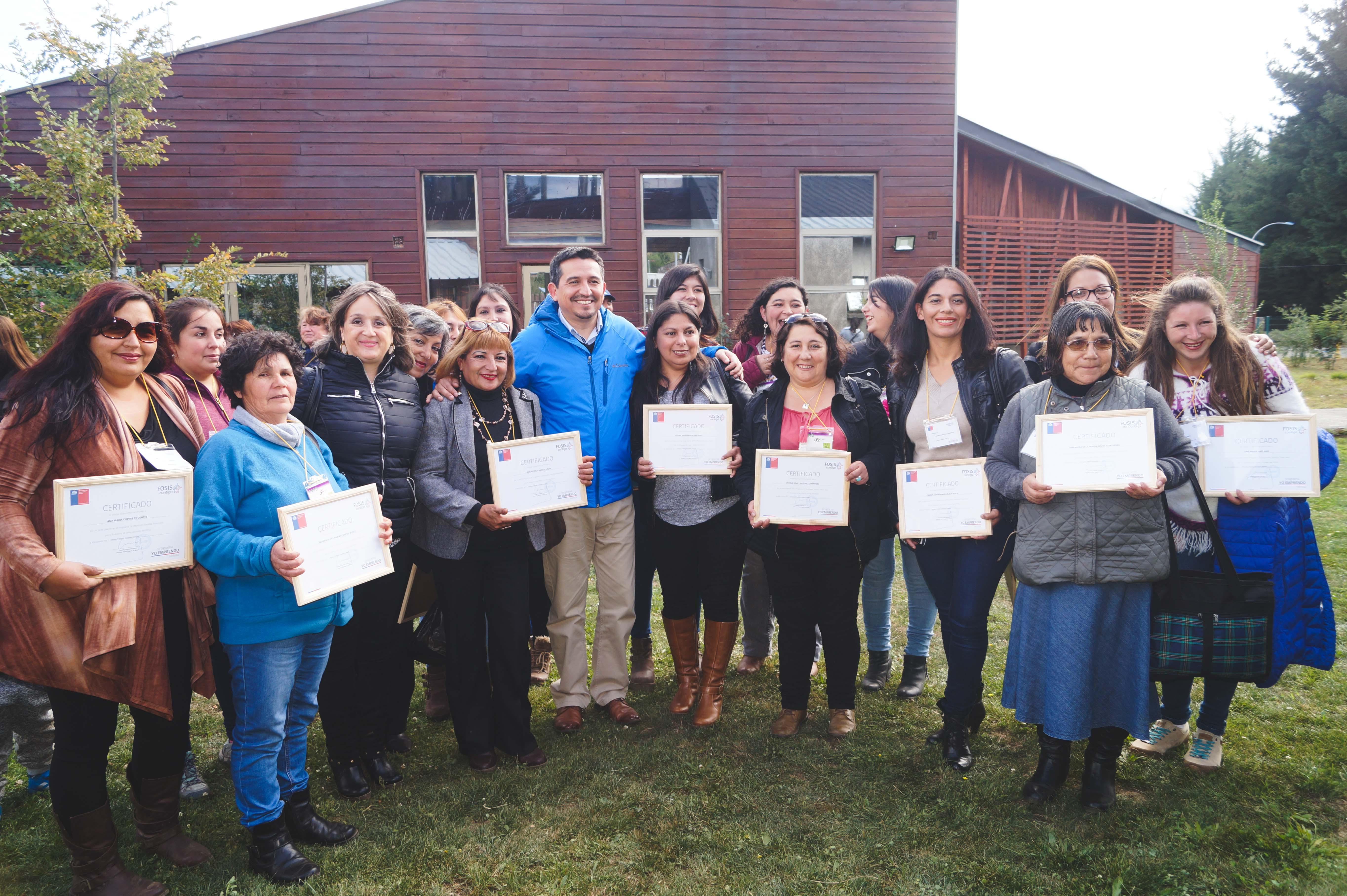 """Vecinos de Quilleco, beneficiarios de programa """"Yo Emprendo Semilla"""", fueron parte de la ceremonia de cierre en Alto Bio Bío"""
