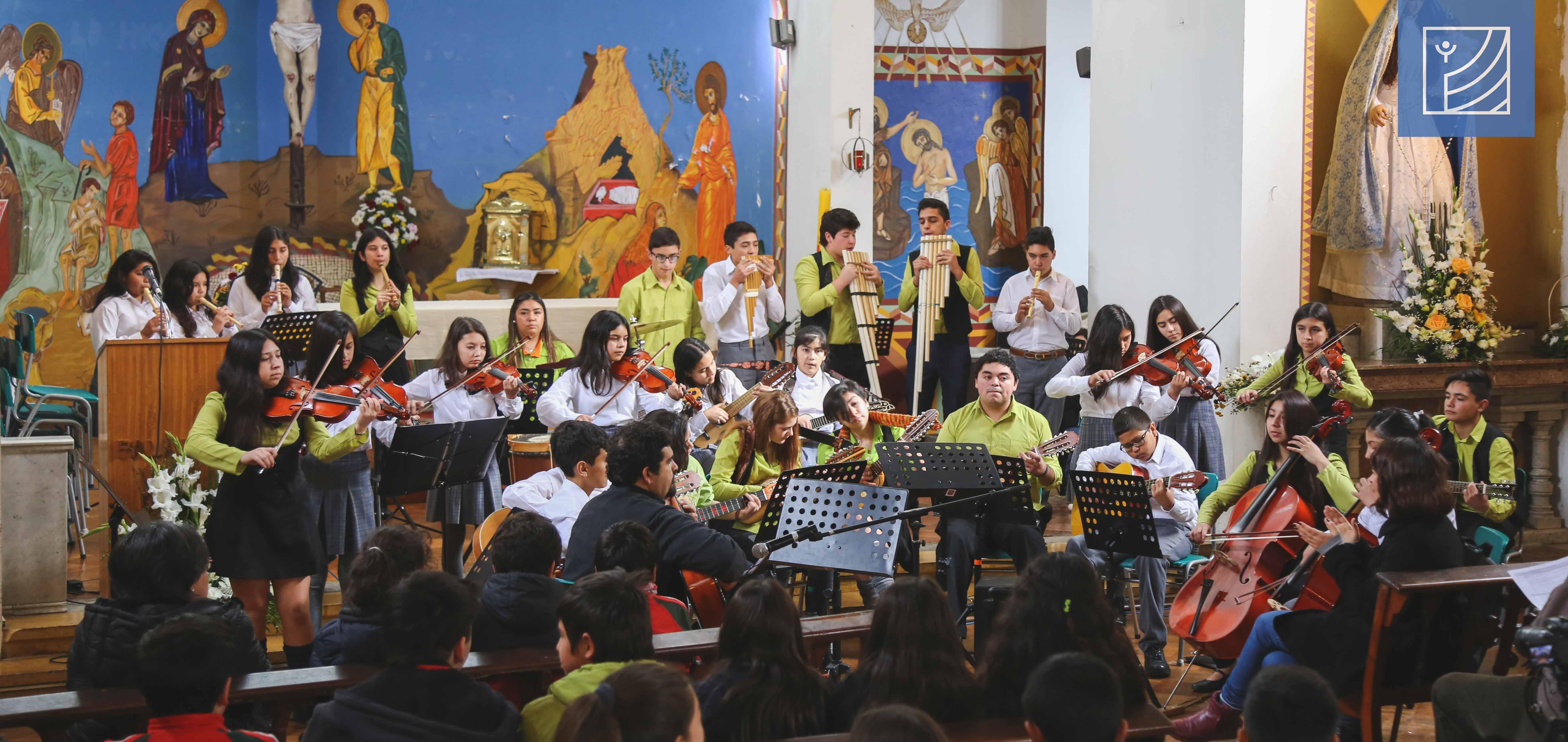 Orquesta fusión de Quilleco participó de Feria de las Artes de Chillán.