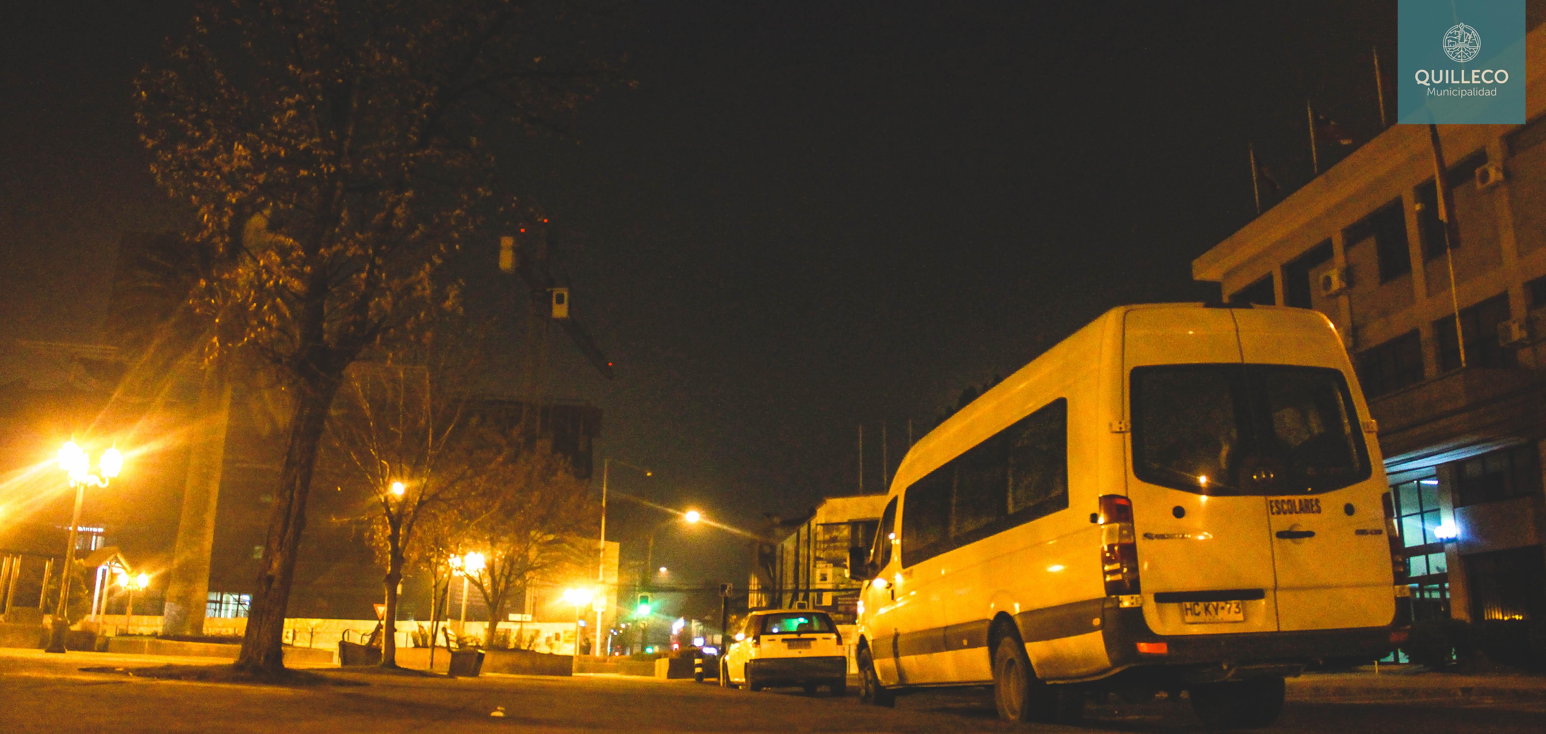 """Alcalde Jaime Quilodrán visita a estudiantes que utilizan el programa de apoyo a """"Movilización de Estudiantes Vespertinos Los Ángeles – Quilleco""""."""