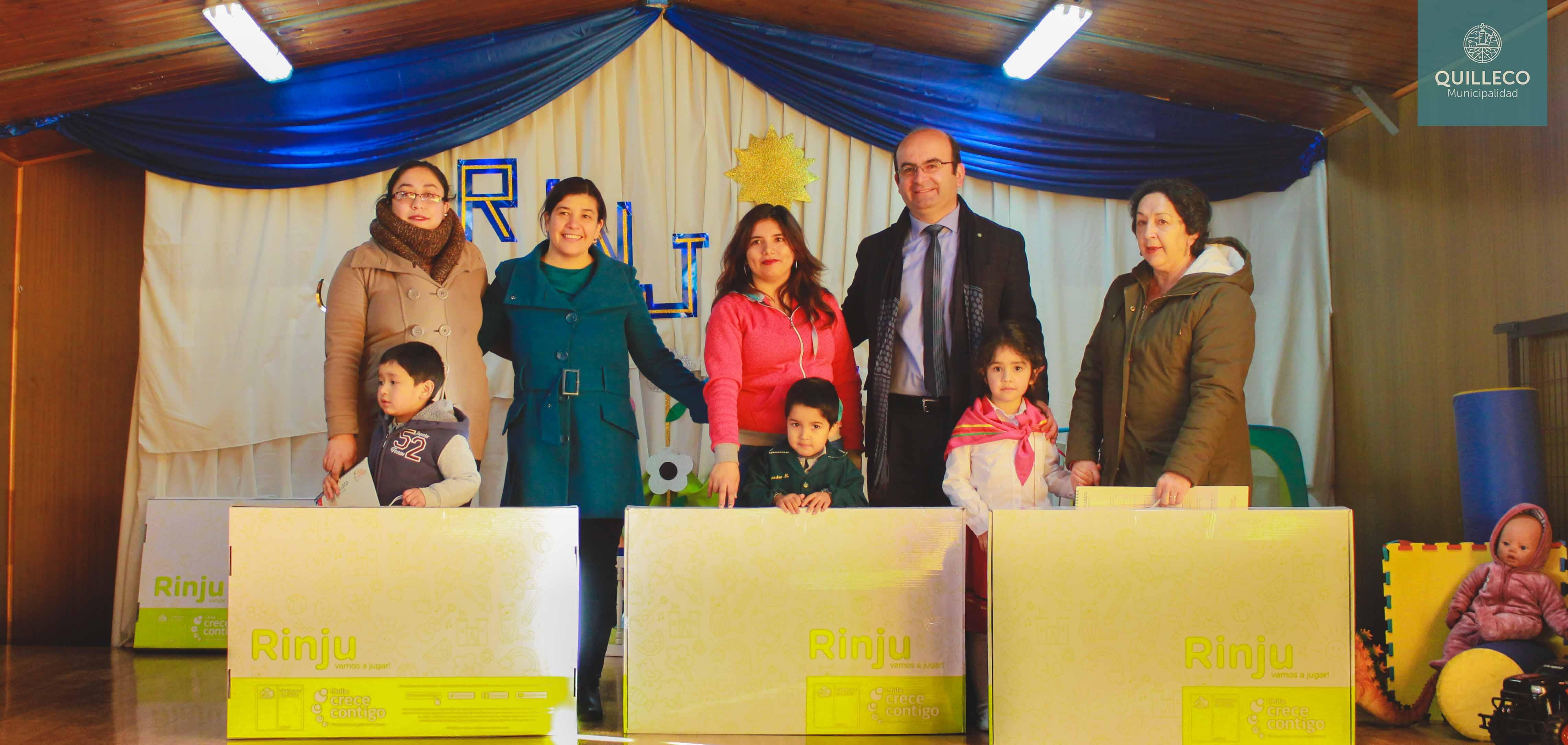 """En Escuela de Villa Mercedes se hizo entrega de RINJU (""""Rincón de juego"""") de Programa Chile Crece Contigo"""