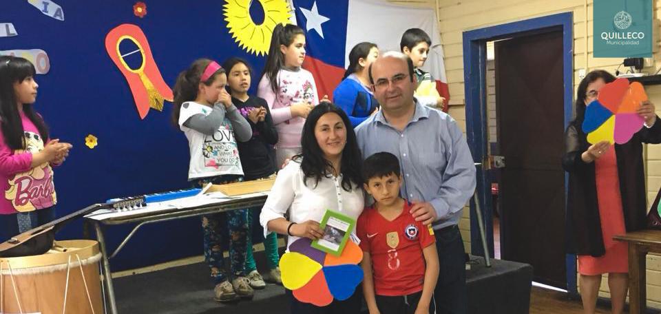 Alumnos de la Esc. Erminda Gomez de Polic de la localidad de Peralillo, hicieron un reconocimiento a sus padres en el día del apoderado