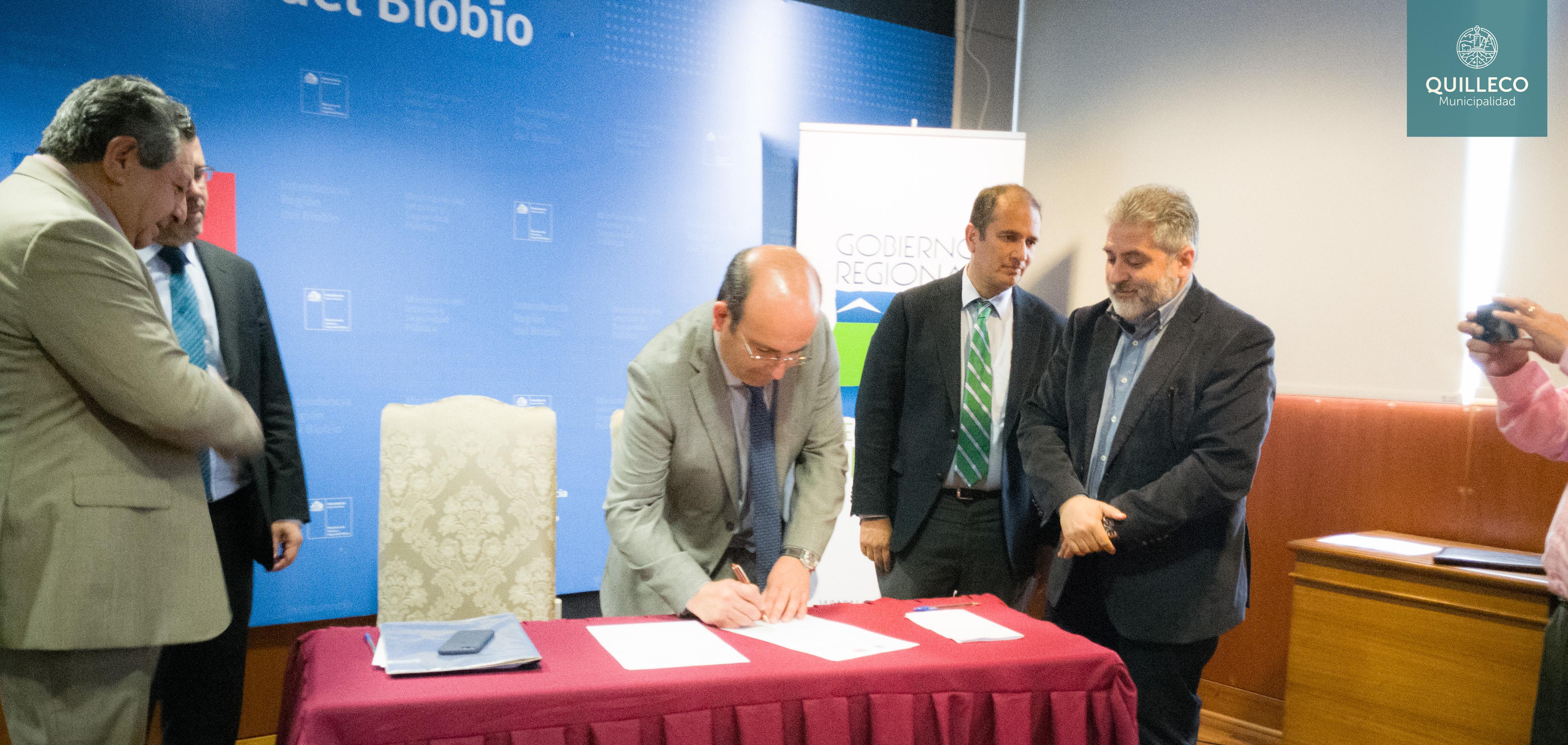Histórica firma de convenio para la reposición del Puente Duqueco que une la comuna de Quilleco y Santa Bárbara