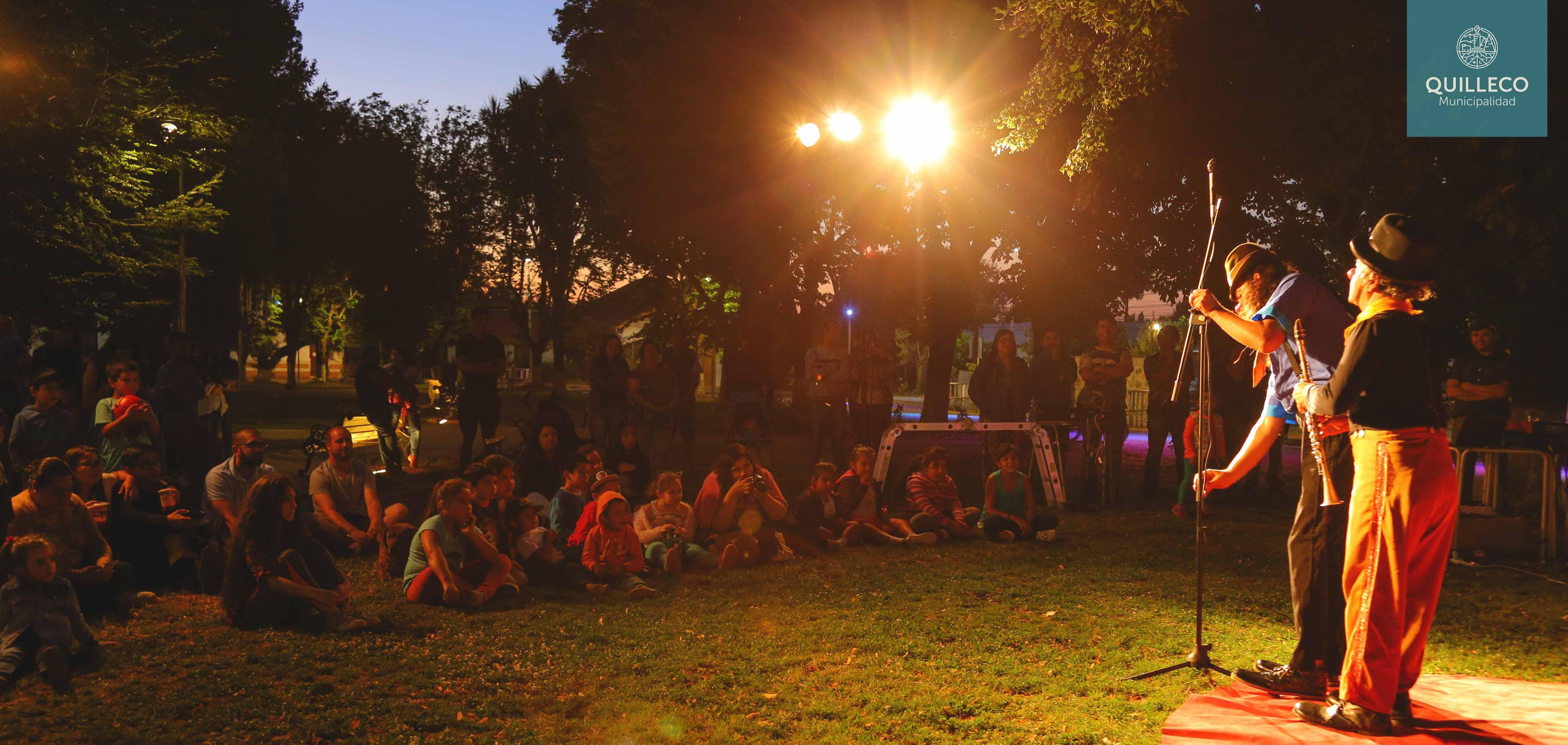Obra de teatro al aire libre se realizó en Plaza de Armas de Quilleco