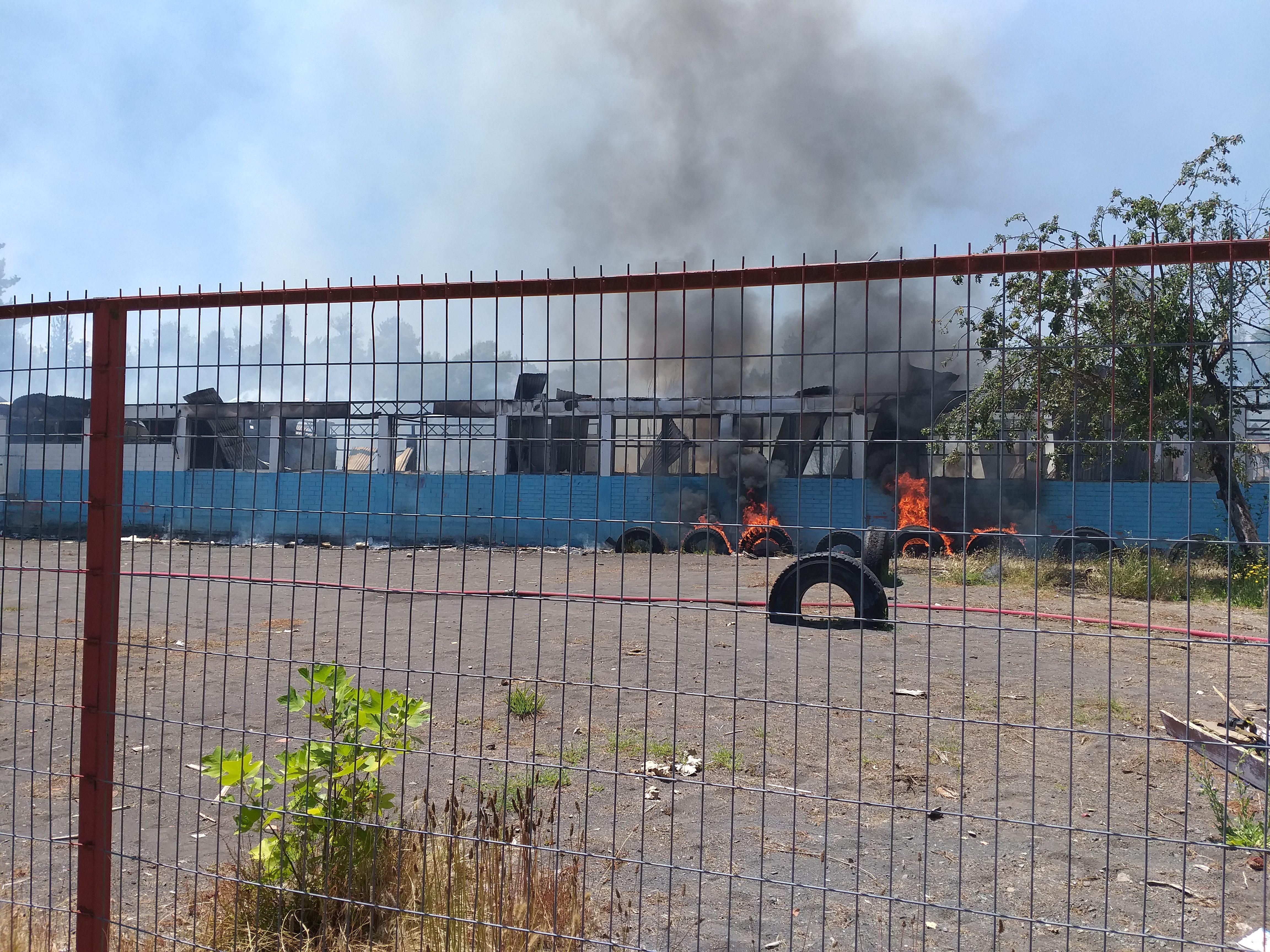 Incendio Consume instalaciones del Colegio de San Lorencito de la comuna de Quilleco