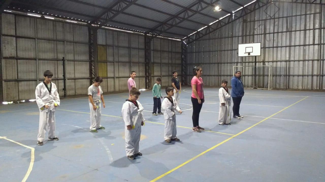 Niños y adultos de la comuna participan del taller Taekwondo 2019