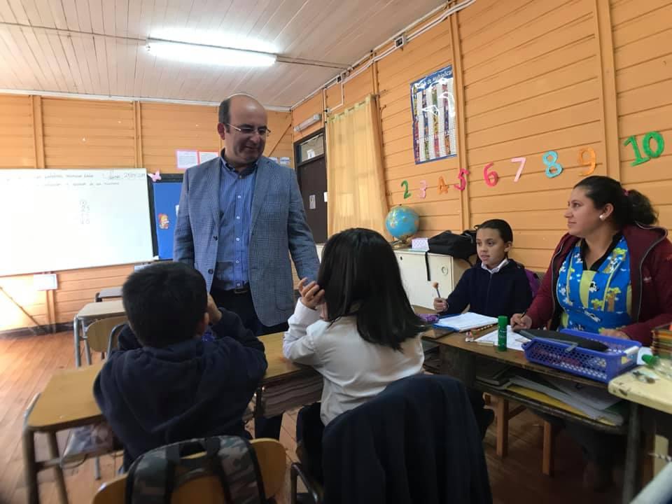 Alcalde Jaime Quilodrán visita a los niños  pertenecientes a las escuelas rurales