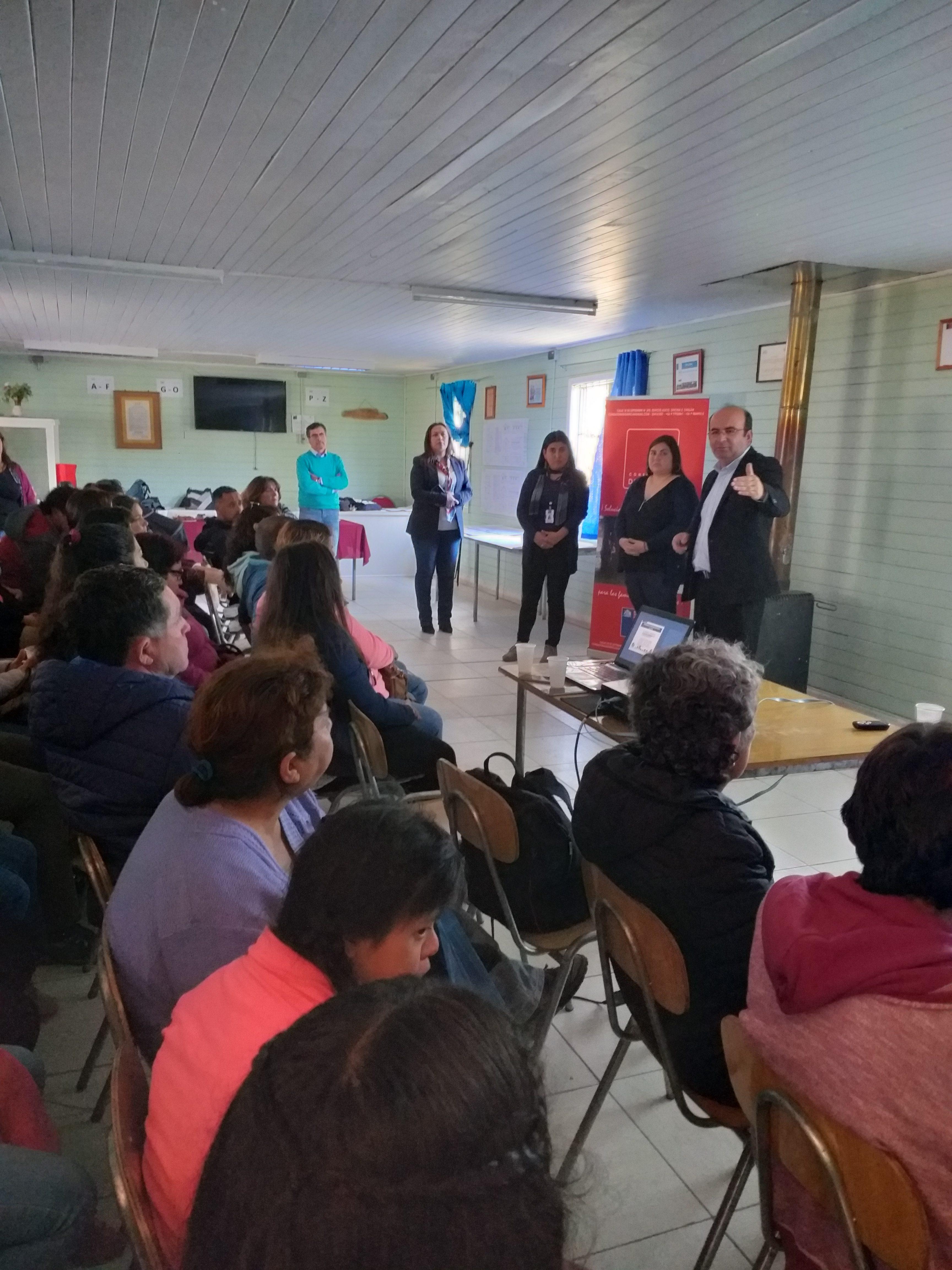 Vecinos del Comité Habitacional Villa Esperanza de Villa Mercedes  conocen el proyecto que les permitirá  tener su casa propia
